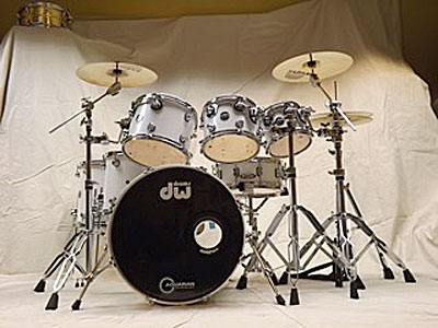 Kit 1: DW Performance series maple HVX shells 20 kick, 8-10-12-14-16 toms, 14x5.5 snare